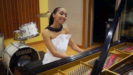 BriaMarie at piano 01