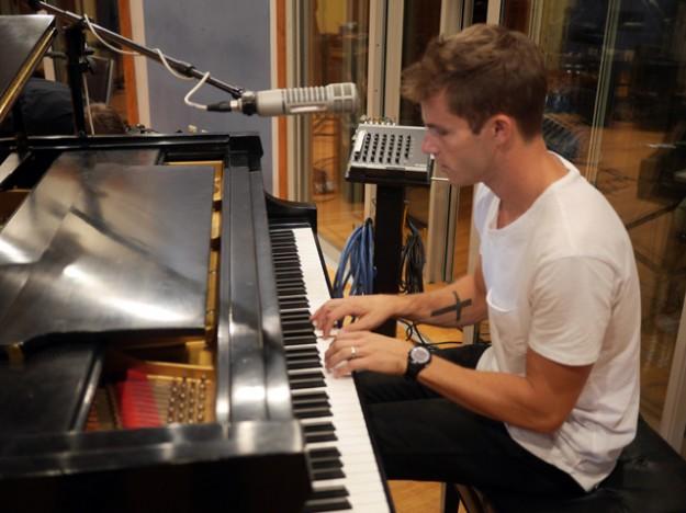 jon-mclaughlin-at-piano-for-web